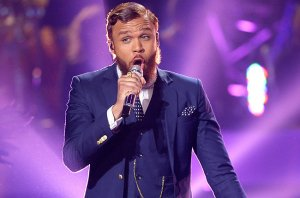 """HOLLYWOOD, CA - MAY 13:  Jidenna performs onstage during """"American Idol"""" XIV Grand Finale at Dolby Theatre on May 13, 2015 in Hollywood, California.  (Photo by Kevork Djansezian/Getty Images)"""