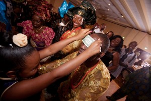 money-spraying-nigerian-wedding-prs-900x600