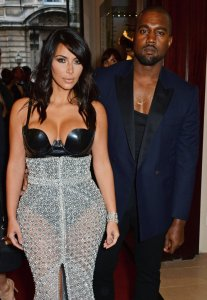 Kim-Kardashian-Kanye-West-Signature-Red-Carpet-Pose