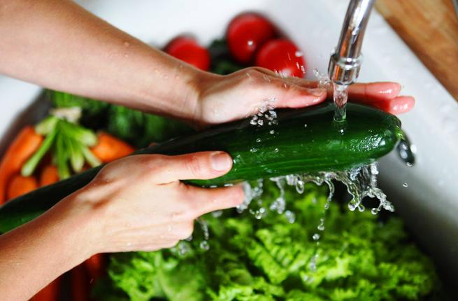 washing_cucumbers