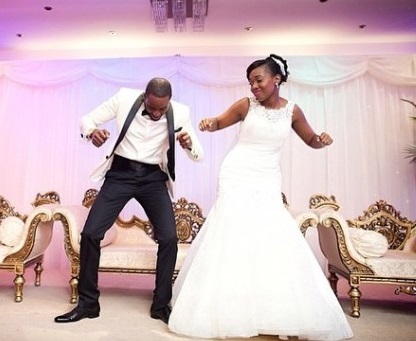 Nigerian-wedding-couple-dancing-adebayo-deru-photography